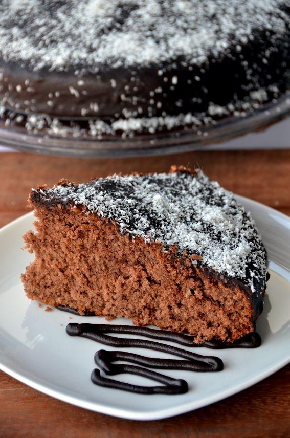 Torta al cacao e cocco con glassa al cioccolato