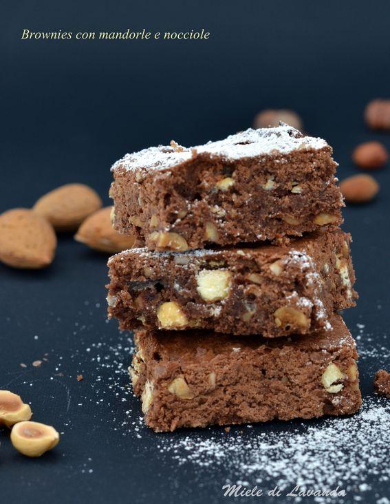Brownies con mandorle e nocciole