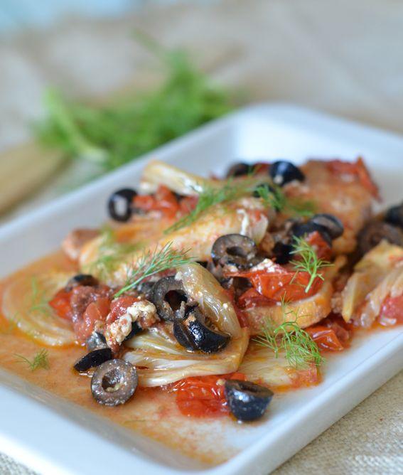 Tranci di pesce in padella con pomodorini olive e finocchio