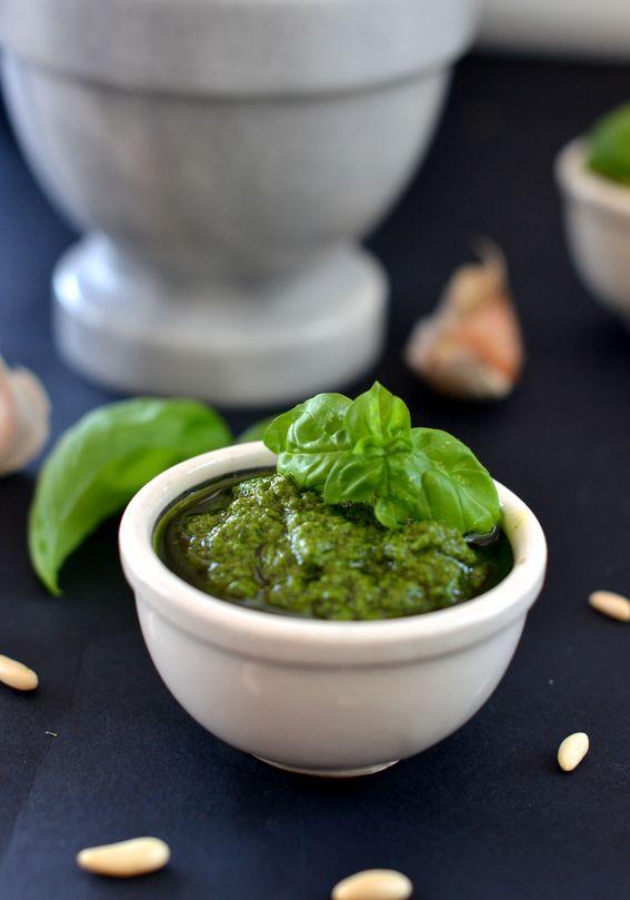 Pesto alla genovese fatto in casa ricetta tradizionale