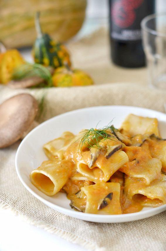 Pasta con crema di zucca funghi porcini e gorgonzola