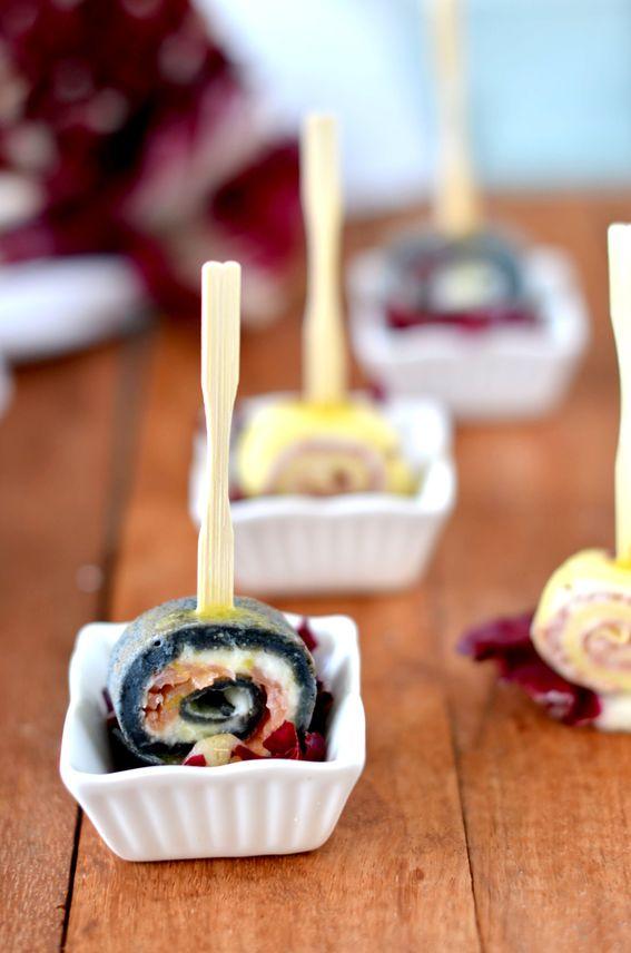 Rotolini di crepes al salmone con granella di pistacchi e Salsa Vinaigrette
