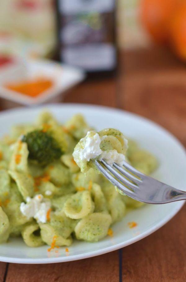 Pasta con broccoli lessi caprino al profumo di arancia