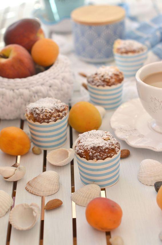 Muffin all'acqua senza burro con albicocche e mandorle