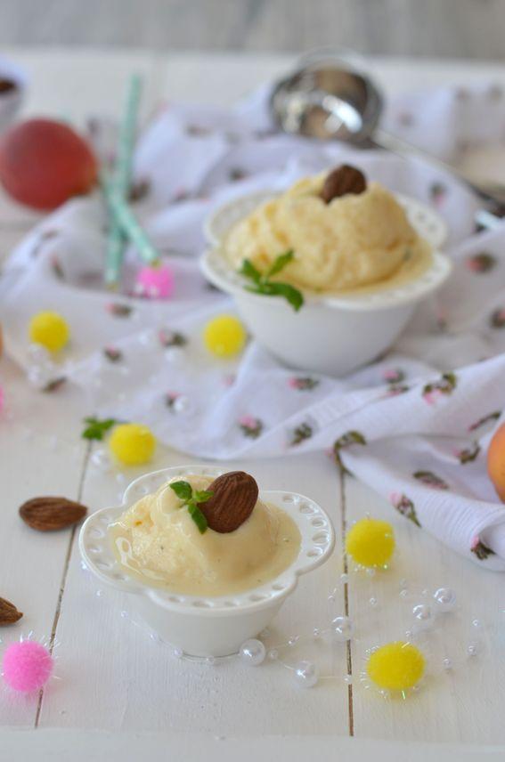 Gelato SENZA GELATIERA alla vaniglia con granella di mandorle