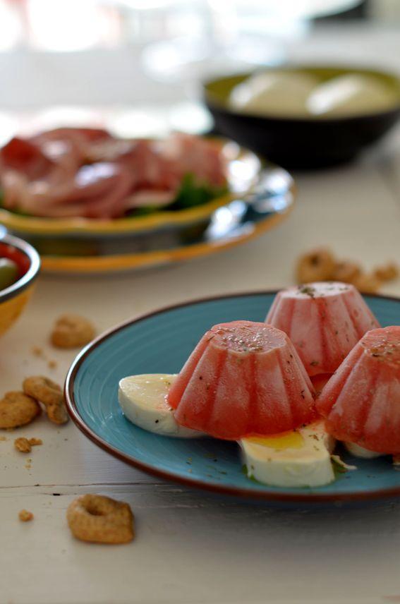 Fiori di anguria al moscato con mozzarelle e origano