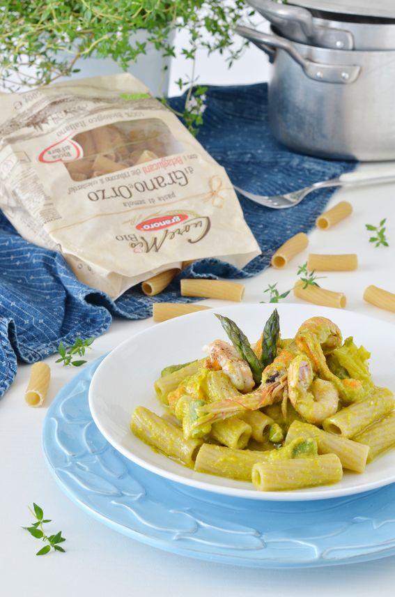 Tortiglioni con asparagi scampi e pesto di fiori di zucca