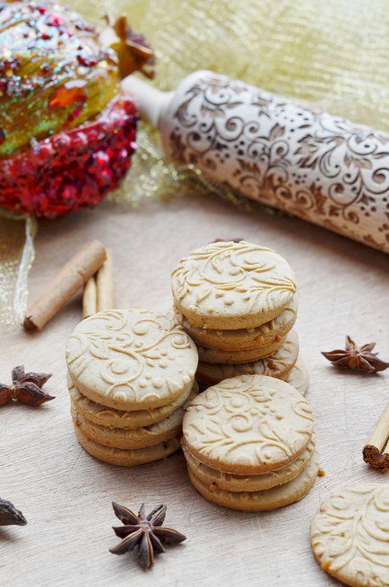 Biscotti speziati alla cannella zenzero e chiodi di garofano