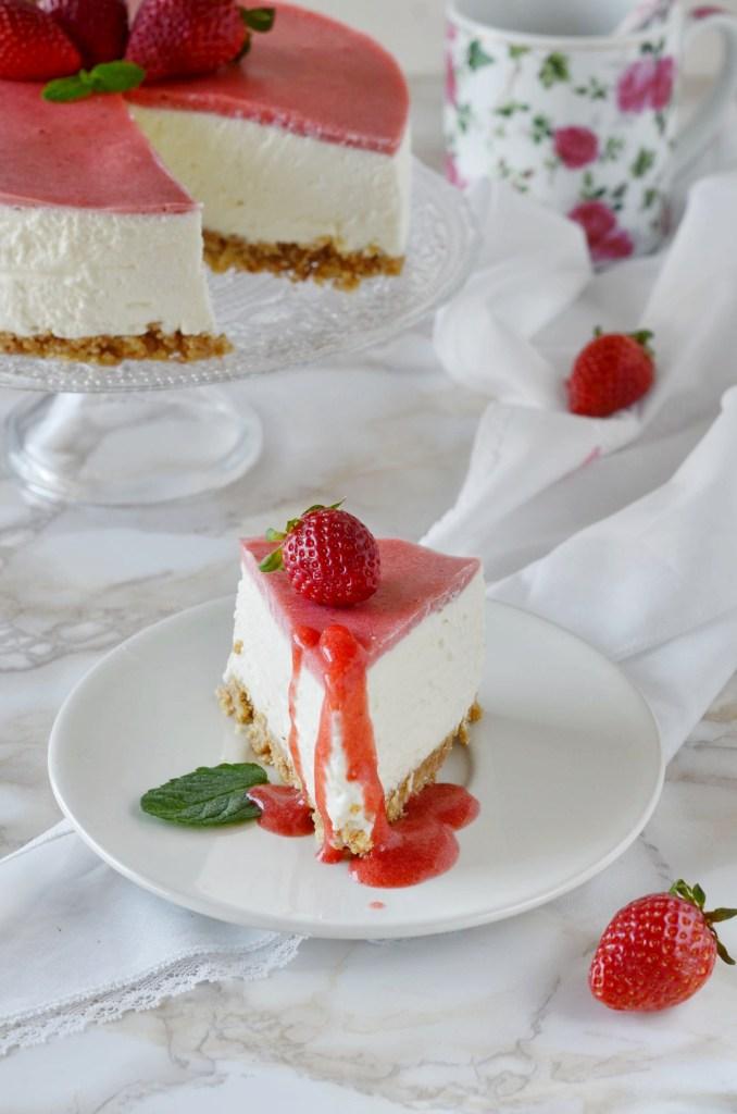 Cheesecake fredda di ricotta con farcitura alle fragole