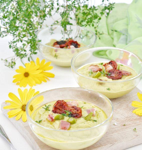 Gazpacho di asparagi con guanciale croccante ed erbe aromatiche