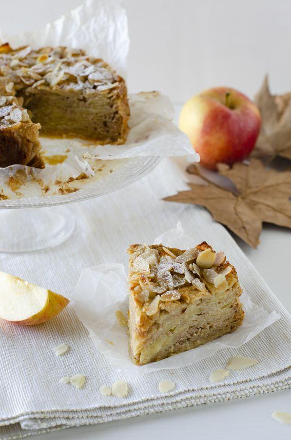 Torta invisibile alle mele con cannella e mandorle sfilettate