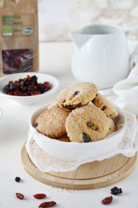 Biscotti senza burro con mix di frutti rossi disidratati