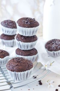 Muffin al cioccolato con gocce di cioccolato senza glutine e senza latticini