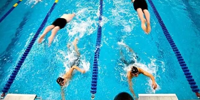 staffetta nuoto allenamento