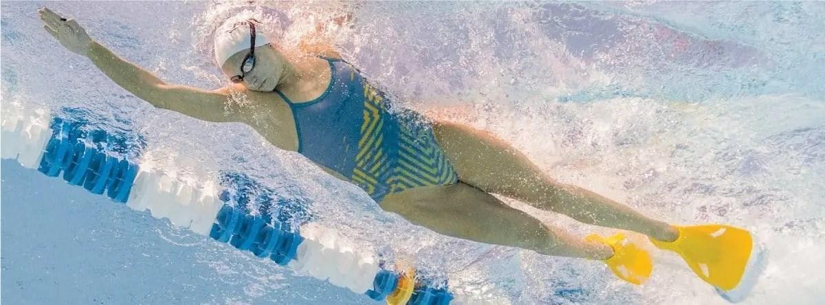Allenamento metti alla prova le tue pinne edge nuoto on line - Pinne per piscina ...