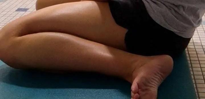 ranista seduto gambe