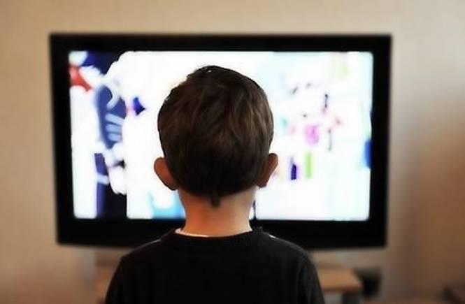 Lo studio: i media con schermo influenzano negativamente la capacità di immaginazione dei bambini