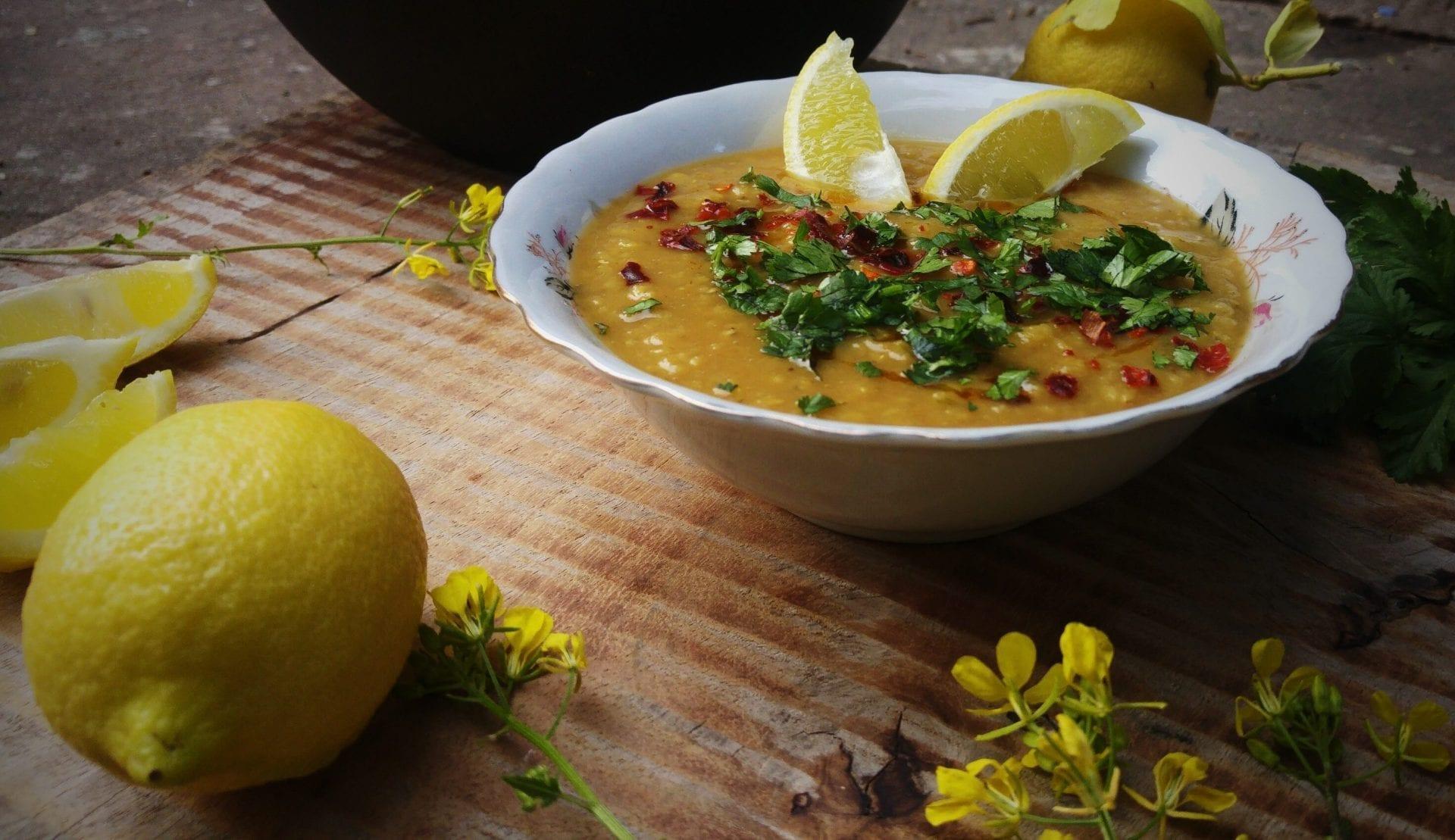 צ'ורבה – מרק עדשים טורקי לימוני בחמש דקות הכנה
