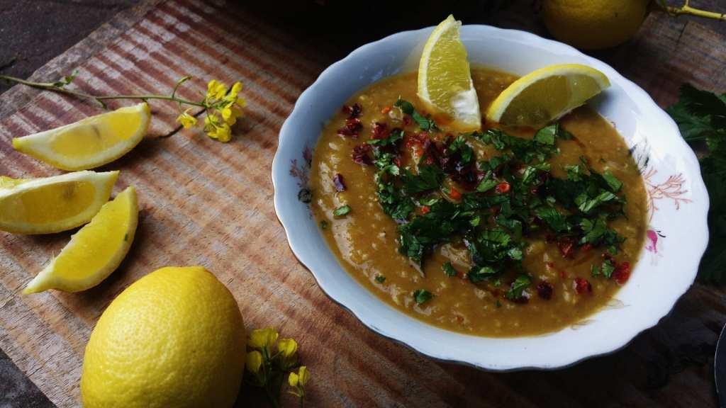 צ'ורבה מרק עדשים טורקי לימוני טבעוני