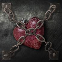 imprisoned-heart-chains