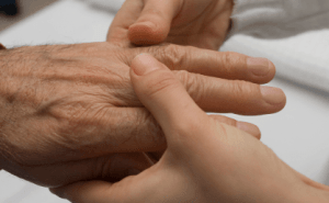 Gentle Massages Help Seniors Feel Less Pain