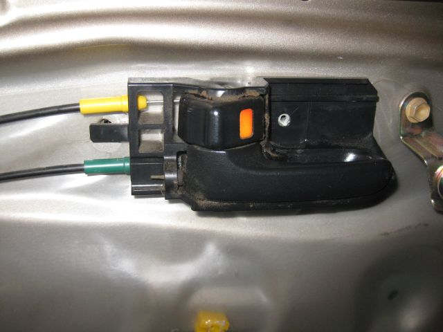 the door handle with 2 cables, the top yellow one is for locking the door, the lower green one is for operating the latch