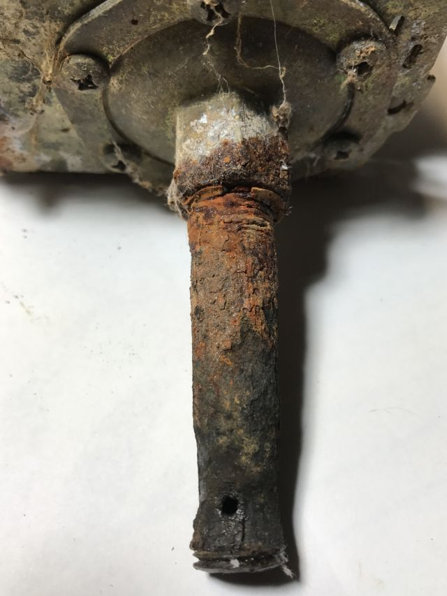 you can see the rust and the small water hold and the little bit of thread which unscrewed