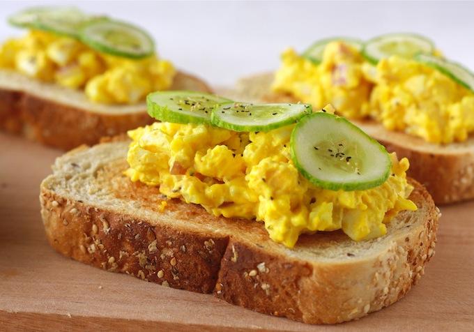 turmeric egg salad sandwich