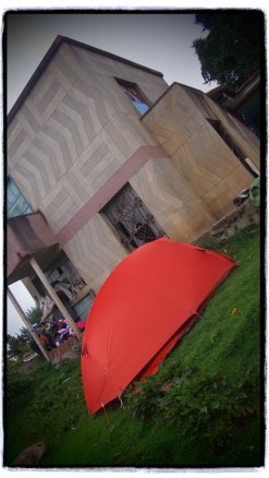 La Regadera'da bir ailenin bahcesine kamp kurdum