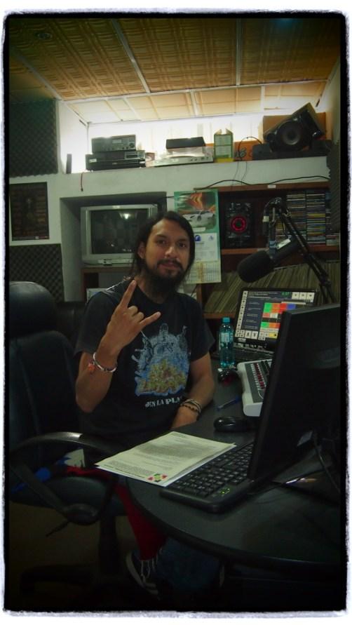 Cotacachi'de yayın yapan radyoya konuk oldum, sohbet sonunda tabii ki rock müzik çaldık.
