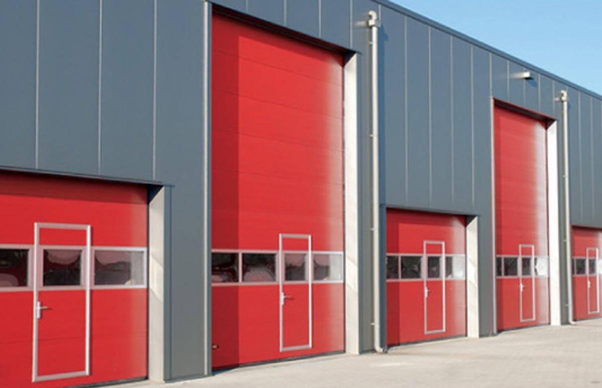 Porte sezionali con portina pedonale