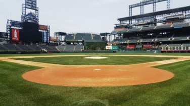 Coors Field - gazon