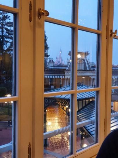 Invention Disneyland Hotel