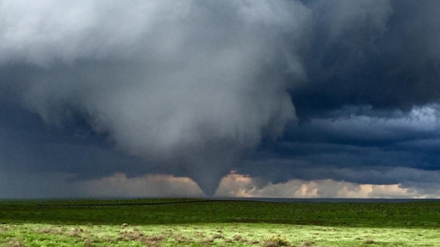 Tornado forms near Eads, Colorado_3291914035044440-159532