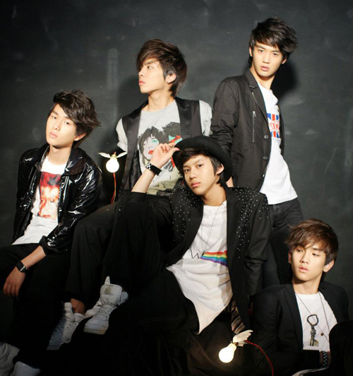https://i1.wp.com/www.nwasianweekly.com/wp-content/uploads/2013/32_02/songs_shinee.jpg?resize=500%2C532