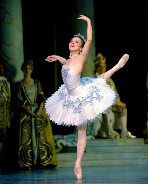 https://i1.wp.com/www.nwasianweekly.com/wp-content/uploads/2014/33_08/front_ballerina.jpg?resize=500%2C623