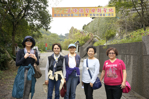https://i1.wp.com/www.nwasianweekly.com/wp-content/uploads/2015/34_07/blog_hiking.JPG?resize=500%2C332