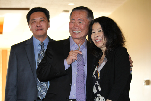 https://i1.wp.com/www.nwasianweekly.com/wp-content/uploads/2015/34_15/front_takei2.JPG?resize=500%2C333