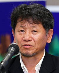 https://i1.wp.com/www.nwasianweekly.com/wp-content/uploads/2015/34_30/movies_director.jpg?resize=200%2C247
