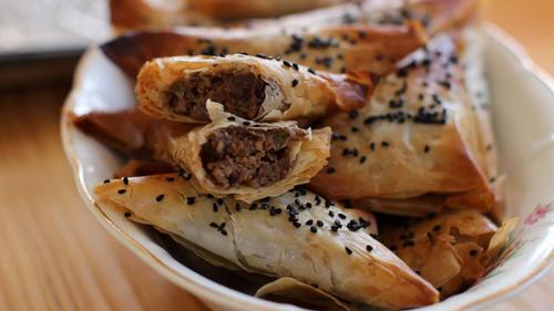 https://i1.wp.com/www.nwasianweekly.com/wp-content/uploads/2015/34_51/food_samosas.jpg