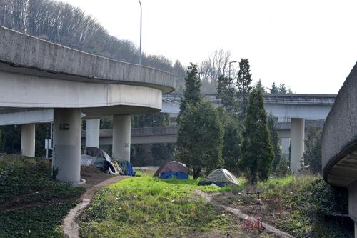 https://i1.wp.com/www.nwasianweekly.com/wp-content/uploads/2016/35_09/homeless2.jpg?resize=500%2C333