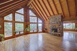 Tenino-Log-Home-living-room