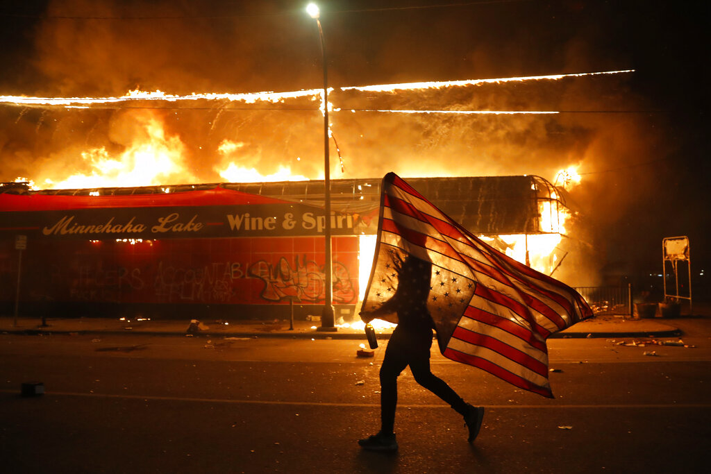 Photos: Riots erupt in Minneapolis, other cities over death of ...