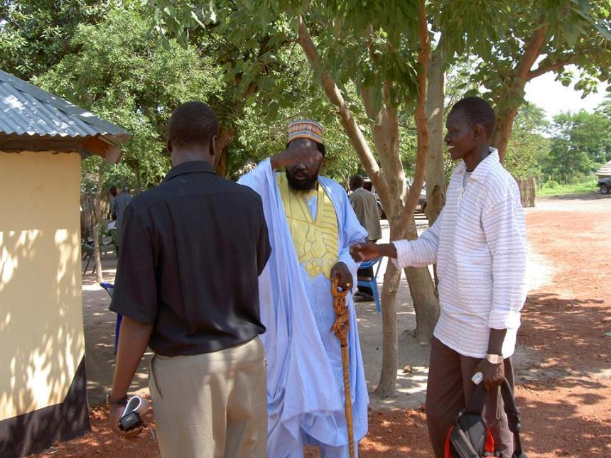 Dong Luak Kok(in white) and Salva Kiir Mayardit in Dr. John Garang's house in Rumbek in 2005(Photo: file)