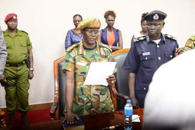 General Gabriel Jok Riak Makol taking oath of office at the state house on May 4th, 2018(Photo credit: file)