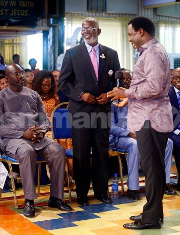 TB Joshua and Yormie Johnson holding reconciliation prayer in front of president George Weah during their visit to the Synagogue Church of all Nations(Photo credit: supplied)