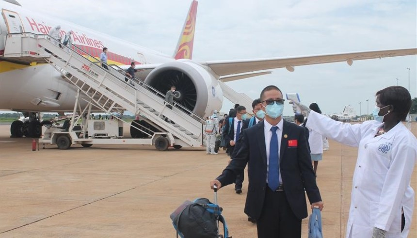 A health worker checks temperature of a member of Chinese medical team at Juba International Airport in Juba, South Sudan, on Aug. 19, 2020. A team of Chinese medical experts arrived in South Sudan on Wednesday to strengthen the east African nation's fight against the COVID-19 pandemic. (Photo credit: Xinhua)