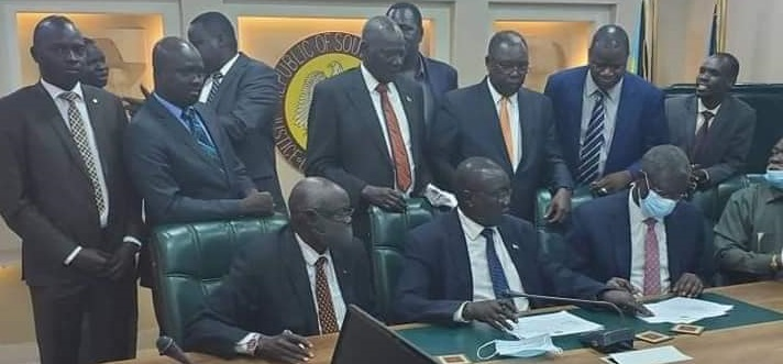 Representatives of the parties to the agreement signing a deal today on the states power-sharing [Photo credit: Nyamilepedia Press]