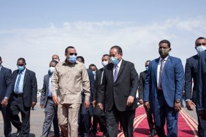 Ethiopian prime minister Dr. Abiy Ahmed received by Sudanese counterpart Dr. Abdallah Hamdok [Photo by SUNA]
