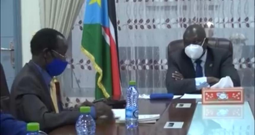 South Sudan First Vice-President Dr. Riek Machar Teny [right] and Vice-President James Wani Igga [left] discuss economic reforms in the country (Photo credit: SSBC)